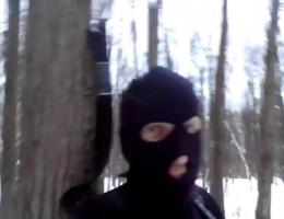 Охотник в зимней маске