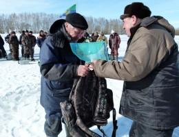 Приз старейшему участнику соревнований, рюкзак от фирмы Scorpio