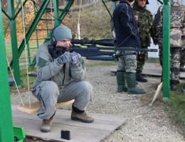 Стрельба из снайперской винтовки сидя
