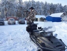 Стул стрелковый на снегоходе с охотником